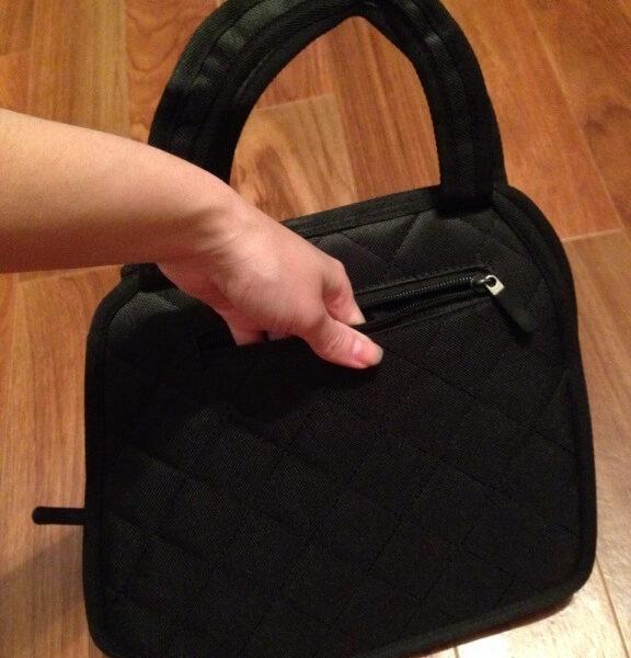 На картинке сумка 2d с бантом, вид сзади.