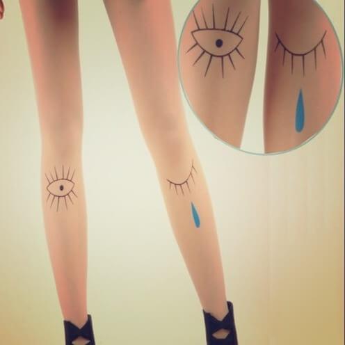 На картинке колготки с эффектом татуировки «Глаза» (2 варианта), вид спереди.