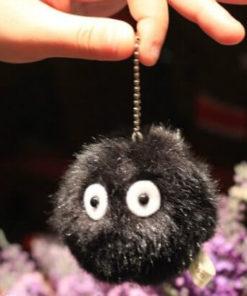 На картинке чернушка из «Тоторо» (Totoro), вид спереди.