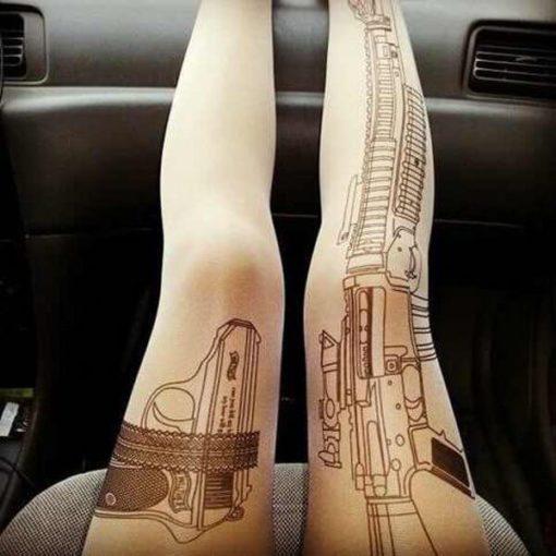 На картинке колготки с имитацией тату «Оружие», общий вид.