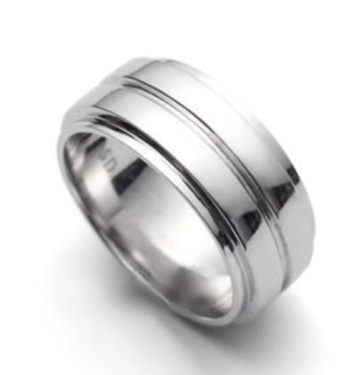 На картинке кольцо Дина Винчествера (Сверхъестественное), крупный план.