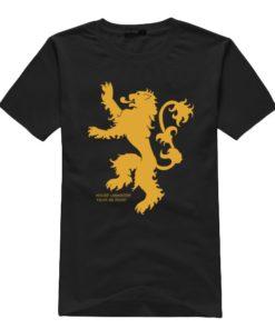 На картинке футболка «Герб Ланнистеров» (Игра престолов), вид спереди, цвет черный.