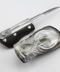 На картинке скрытый клинок ассасина Эцио Аудиторе (Ассасин крид), детали.