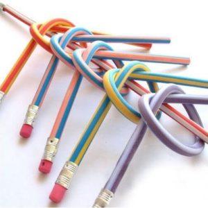 На картинке гнущийся карандаши (Набор из 3х штук), в изогнутом виде.
