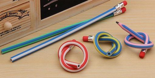На картинке гнущийся карандаши (Набор из 3х штук), в обычном и изогнутом виде.