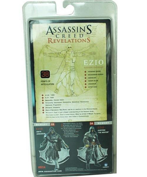 На картинке фигурка Эцио из Ассасин крид: Откровения, упаковка.