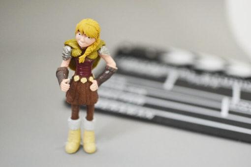 На картинке фигурки героев из мультфильма «Как приручить дракона 2″, 1 штука, вид спереди.