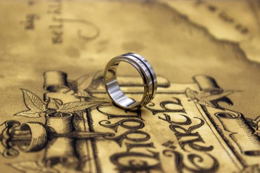 На картинке кольцо Дина Винчествера (Сверхъестественное), общий вид.