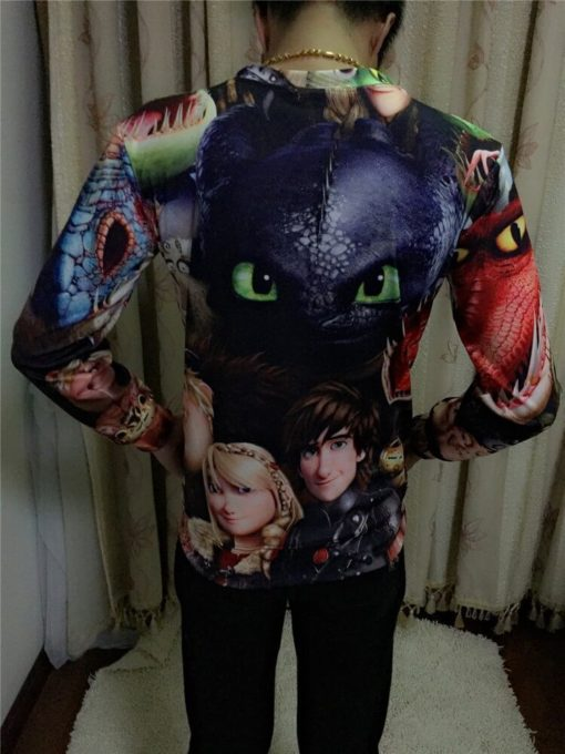 На картинке кофта-свитшот «Как приручить дракона», вид сзади.