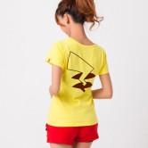 На картинке футболка «Пикачу» (Покемоны), вид сзади.