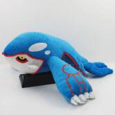 На картинке мягкая игрушка покемон Кайогр (kyogre), вид сбоку.