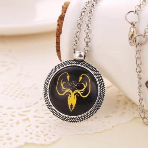 На картинке кулон «Гербы домов Вестероса» (Игра престолов), вид спереди, герб Грейджоев.