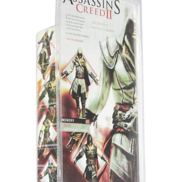 На картинке фигурка ассасина Эцио Аудиторе из Ассасин крид 2 (Черная), упаковка.