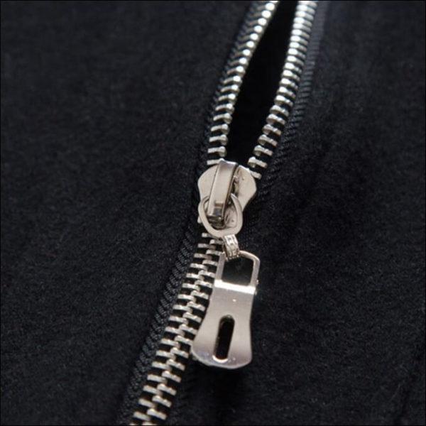 На картинке толстовка Кирито «Sword Art Online», детали.
