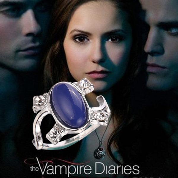 На картинке кольцо Елены Гилберт (Дневники вампира), вид спереди.