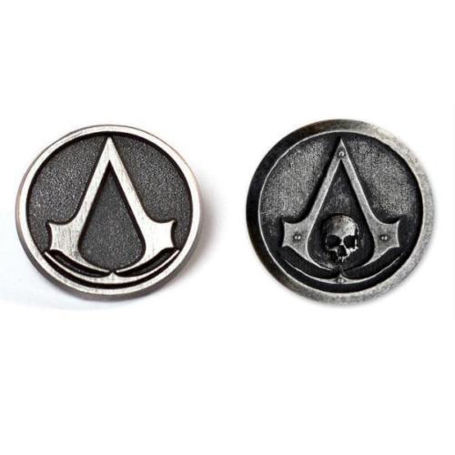 На картинке значок ассасина «Assassins creed» (Ассасин крид), 2 варианта, вид спереди.