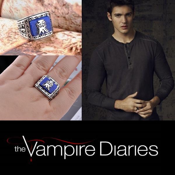 На картинке кольцо Джереми Гилберта (Дневники вампира), общий вид.