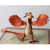 На картинке мягкая игрушка Кривоклык (Как приручить дракона 2), вид спереди.