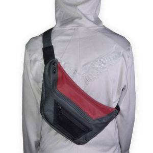 На картинке сумка-рюкзак ассасина Дезмонда Майлза (Ассасин крид), вид спереди.