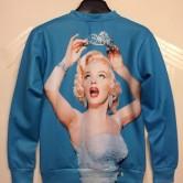 На картинке свитшот с Мерлин Монро (2 варианта), вид сзади.