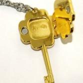 На картинке ключ и замок «Чара хранители», обратная сторона.