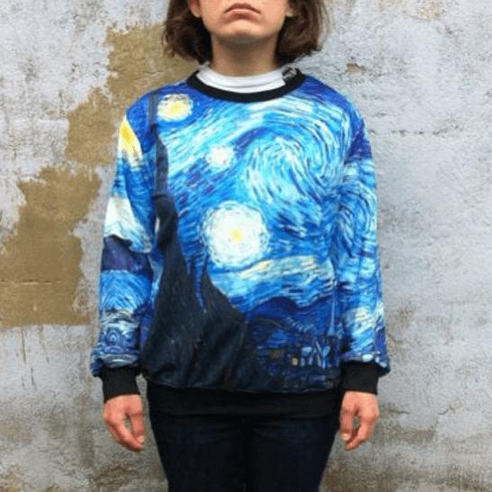 На картинке свитшот Ван Гог (2 варианта), вид спереди, вариант «Звёздная ночь».