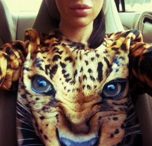 На картинке свитшот «Леопард», крупный план.