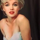 На картинке свитшот с Мерлин Монро (2 варианта), крупный план.