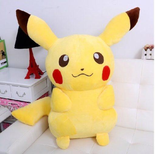 На картинке плюшевая игрушка Пикачу (Покемон), вид спереди.