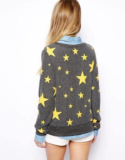 На картинке свитшот «Звезды», вид сзади.