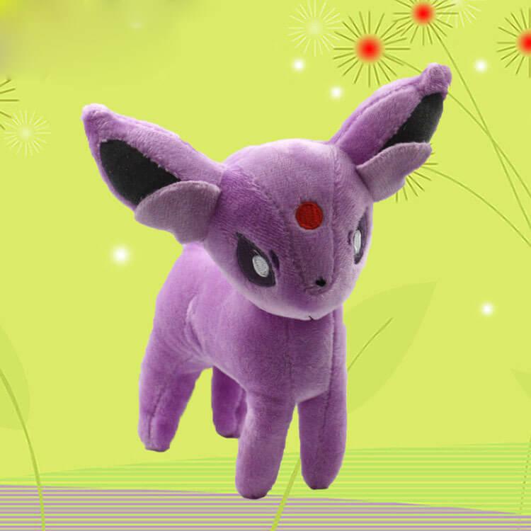 На картинке мягкая игрушка покемон Эспеон (Espeon), вид спереди, 18 см.