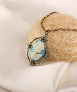 На картинке камея ожерелье Кэтрин Пирс (Дневники вампира), общий вид.