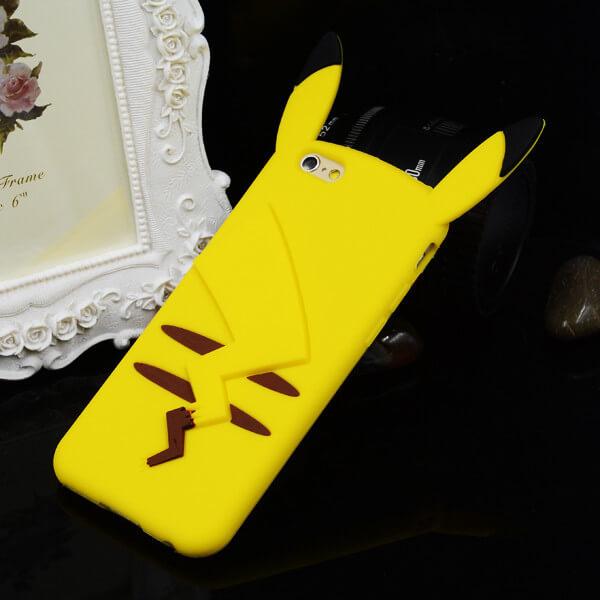 На картинке чехол «Пикачу» на айфон 4-4S-5-5S-6-6+ (Покемоны), вид сзади.
