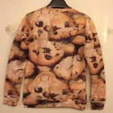 На картинке свитшот «Печенье», вид сзади.