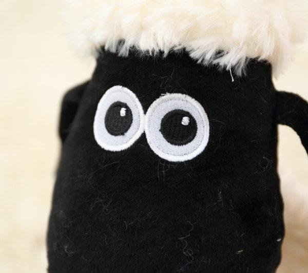 На картинке мягкая игрушка Барашек (баранчек) Шон, детали.