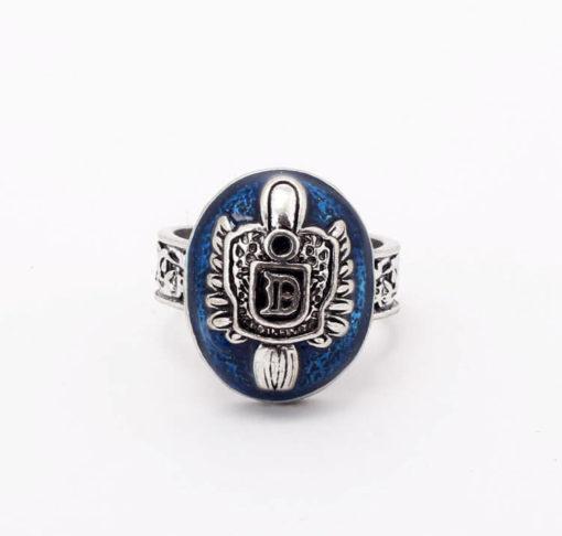На картинке кольцо Сальваторе (Дневники вампира), кольцо Деймона, вид спереди.