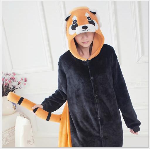 На картинке пижама-кигуруми «Енот», общий вид.