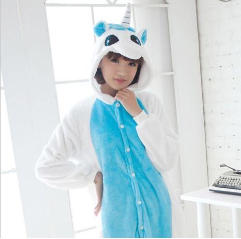 На картинке пижама-кигуруми «Единорог» голубой, общий вид.