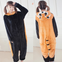 На картинке пижама-кигуруми «Енот», вид спереди и сзади.