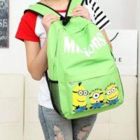 На картинке рюкзак с миньонами (Гадкий Я), вид спереди, цвет зеленый.