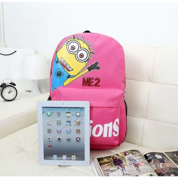 На картинке портфель с миньонами (Гадкий Я), общий вид, цвет розовый.