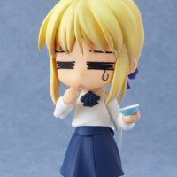 На картинке фигурка Fate-stay night нендроид Сейбер в повседневной одежде, вид спереди.