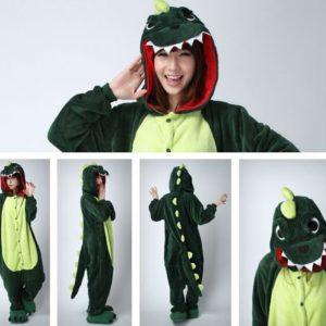 На картинке пижама-кигуруми «Динозавр», вид с разных сторон, цвет зеленый.