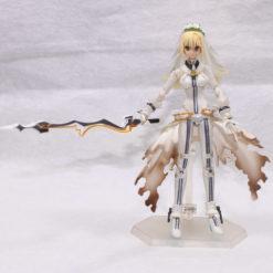 На картинке фигурка Fate Zero Сейбер в свадебном платье (подвижная), вид спереди.