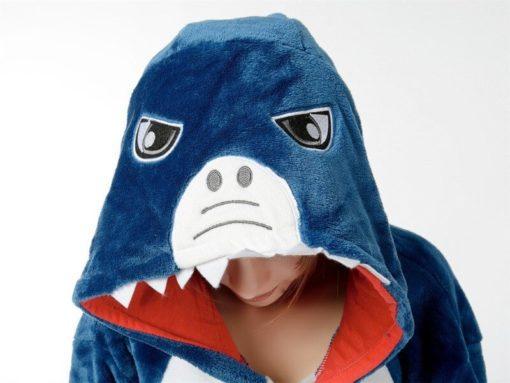 На картинке пижама-кигуруми «Акула», детали.