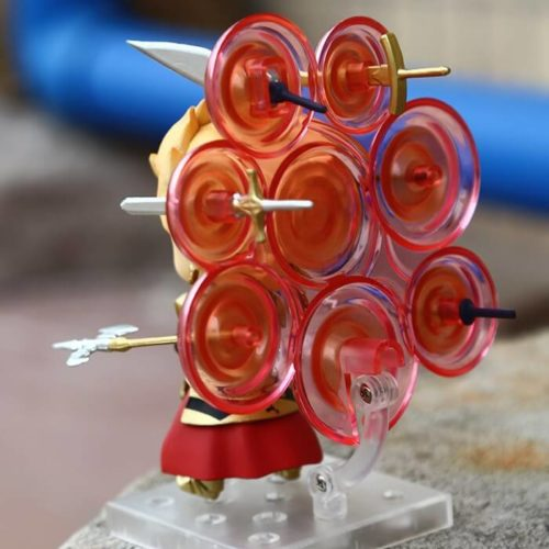 На картинке фигурка Fate-stay night нендроид Гильгамеш, вид сзади.