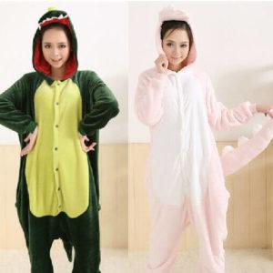 На картинке пижама-кигуруми «Динозавр» 2 варианта, вид спереди.
