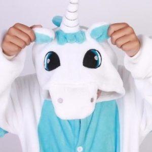 На картинке пижама-кигуруми «Единорог» голубой, детали.