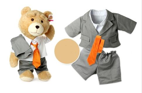 На картинке игрушка медведь Ted из фильма «Третий лишний» (toys), общий вид и одежда.