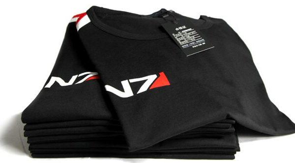 На картинке футболка N7 Mass effect (Масс эффект), общий вид.